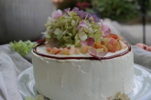 Karamelovo-broskvový dort