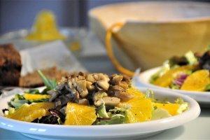 Salát s hlívou a pomerančem