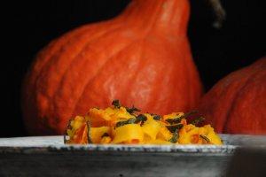 Těstoviny s dýňovou omáčkou a šalvějí